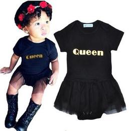 Bebek Çocuk Dantel Elbise Siyah Tulumlar Bebek kızın Kraliçe Rompers TUTU Etek Ile Sıcak Satış Yaz Kısa Kollu Pamuk Tulumlar cheap girl hot black skirt nereden kız sıcak siyah etek tedarikçiler