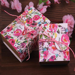 Wholesale Food Paint - 4 Colors Wedding Kraft Paper Boxes Retro Hand-painted Rose Candy Box Carton Packaging Candy Box Rope+ Card 10*13.7*4CM