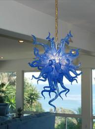 Pequeña araña de cristal azul online-Moderno Interior Lámpara de iluminación LED Tamaño pequeño Color azul Decoración caliente Estilo Cristal soplado Mano Cristal Araña de luz
