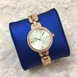 Correas de reloj de imitacion online-Nueva Llegada de Moda Relojes de Las Mujeres de Lujo de Diamante Relojes de pulsera vestido Stell correa de Imitación Concha Shell Cara Sexy Envío gratis