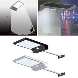 Фонарные столбы онлайн-36 светодиодных уличных солнечных водосточных светильников Бра с монтажной опорой 36LED Открытый датчик движения Датчик света для сарая крыльцо лампы
