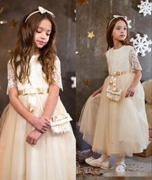 Niñas desfile vestidos de champán online-2019 Champagne de encaje de manga corta una línea de vestidos de niña de flores Vintage Kids Little Girl vestidos de novia vestidos de concurso baratos DTJ