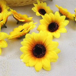 impianti aerei all'ingrosso Sconti 100pcs 7CM germogli di girasole teste di fiore artificiali di seta per la decorazione nuziale del mazzo della casa di nozze