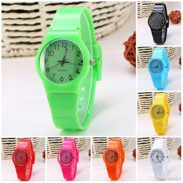 Relógios de pulso on-line-Relógios Mulheres Esportes Candy-colored 12 Cores Jelly Silicone Assista Strap Lazer Quartz Watch