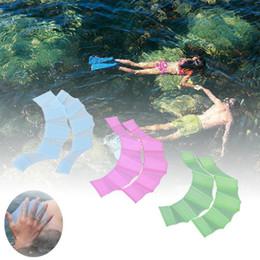 2019 crianças, aletas Sapo Mão Flipper Crianças Formação Mergulho Luvas de Natação Sapo de Silicone Sapo Mão Flipper Luvas Webbed para Crianças Dos Homens Das Mulheres dos desenhos animados crianças, aletas barato