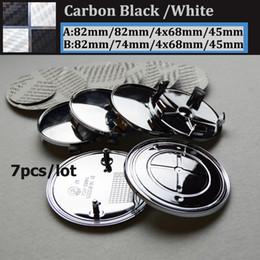 En gros 7pcs En Fiber De Carbone Noir Blanc Voiture volant Centre Logo Logo Botte Emblème Tête Capot / Bonet Tronc Couverture Auto volant Cap 82MM 74MM ? partir de fabricateur