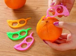 2019 orangenschneider Neues design 1000 stücke schäler kunststoff zesters orange obst opener praktische lemon obst slicer stripper opener obst gemüse werkzeuge günstig orangenschneider