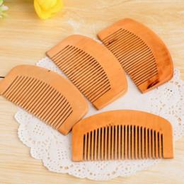 Toptan ucuz Doğal şeftali Ahşap Tarak Yakın Dişler Anti-statik Baş Masajı saç bakımı Ahşap nereden