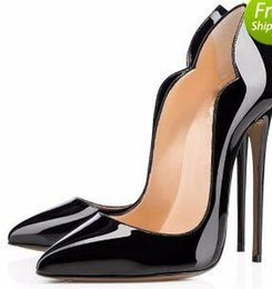 Acheter en ligne Chaussures habillées à rayures rouges-Mode Sexy Women Talons hauts Red Soled Platform Pompes Black Patent Leather Pointy Toe Talons hauts Luxe marque Red Bottom Women Dress Shoes