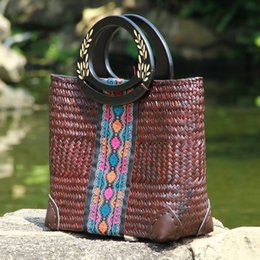 Wholesale Styles Wooden Clothing - Thai version of seaweed woven bag national style package hand-woven wooden handle handbag cotton and linen clothing with travel beach bag