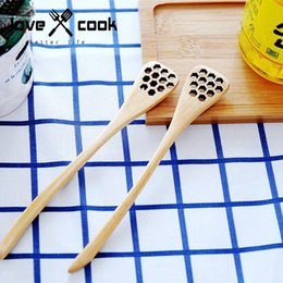 miel cuchara de madera al por mayor Rebajas Al por mayor-Conveniente faveolate Wooden Honey Spoon Stick para Honey Jar Long Handle Mixing Stick venta caliente
