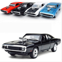 Caricabatteria dell'automobile online-1:32 Scala Fast Furious 7 Alloy Dodge Charger Tirare indietro Toy Cars Diecast Modello Kids Toys Collection Regalo per ragazzi Capodanno