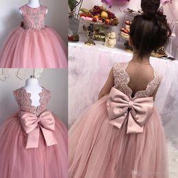 2019 encaje tul chicas rosa Blush Pink Toddler Pageant Dresses Sin mangas Plisados Tulle Ball Vestido de encaje Vestidos de graduación Niños Hasta el suelo con espalda abierta Flor Vestido encaje tul chicas rosa baratos