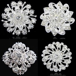 Wholesale Invitation For Engagement - Fashion Stunning Crystals Floral Wedding Brooch Popular Invitation Card Jewelry Pin Exquisite Lady Collar Pins For Party
