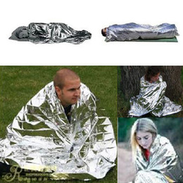 Mantas térmicas online-2020 Barato al por mayor-Emergencia Survival Survival Space Space Silver Mylar Thermal Maymes Warm Wrap para la venta