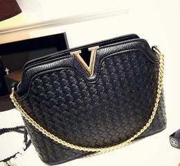 Wholesale European Knitting Bag - 2017 fashionable Europe and the United States big leisure woven bag V word handbag shoulder single shoulder bag