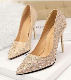 Moda Pop Sexy Mujeres Plata Rhinestone Zapatos de boda Plataforma Bombas Tacones altos Zapatos de cristal Oro Negro Rosa desde fabricantes