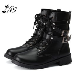Wholesale Vintage Shoe Men - Wholesale- New Arrival Women Men Autumn Winter Biker Leather Motorcycle Boots Ladies Vintage Rivet Combat Army Punk Goth Ankle Shoes