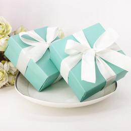 Decorações de fita de papel on-line-Pretty T Azul Caixas De Favores Do Casamento Com Fitas Decoração Da Festa de Aniversário Caixas De Doces De Casamento Quadrado Rosa Caixas De Papel Em Estoque