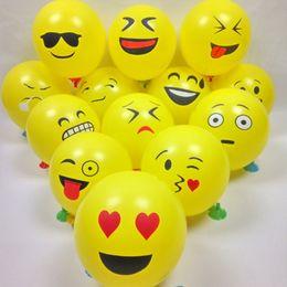 2019 plumas de pavo teñidas 100 unids / lote bolas de globos inflables para el favor de la cara de dibujos animados expresión látex fiesta globo de aire decoración de la Navidad ornamento Emoji sonrisa