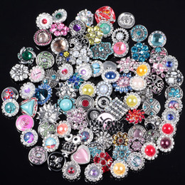 Wholesale Vintage Style Necklaces - 18mm SnapButton Jewelry 50 Pcs Mix Styles Wholesale Meltic Snap Button Charms Fit Bracelets Necklaces Chains Women Vintage Jewelry