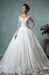 Wholesale High End Beach Wedding Dresses - In 2017, a new high-end v-neck long-sleeved beauty wedding dress for a beautiful bride is chosen on the wedding day