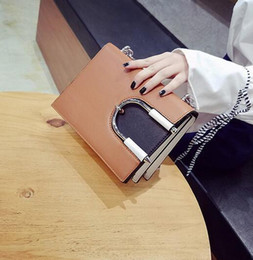 Wholesale Hip Bump - sales handbag factory color chain bump fashion street snap lovely U lock leather shoulder bag trend multi-level brand hand bag leather