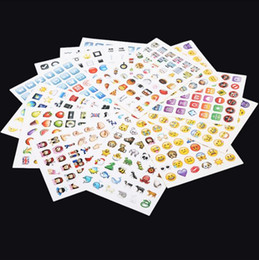 2019 самая таблетка Emoji наклейки пакет 912 Emoji наклейки самые популярные Emojis для мобильного телефона детские комнаты Home Decor Tablet 19 листов пакет 500шт b08 дешево самая таблетка