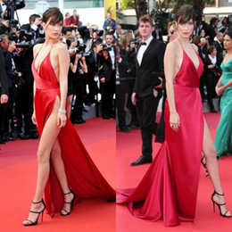 Wholesale bella green dress - Sexy Bella Hadid Celebrity Evening Dresses Long High Split Deep V Neck Halter Red Prom Gowns Formal Party Dress Custom Made Cheap