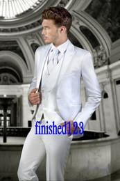 Pantaloni lucidi bianchi online-Smoking dello sposo Groomsmen One Button Shiny White Peak Risvolto Best Man Suit Wedding Blazer da uomo Abiti Custom Made (Jacket + Pants + Vest + Tie) K222