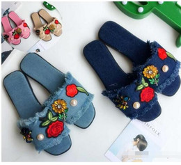 Wholesale Low Heel Sexy Shoe - New Fashion Women's flats Casual Shoes diamond flowers bees slippers Sexy Ladies cowboy burrs slipper Woman Peep Toe sandals