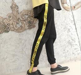 Estaciones de bar online-2017 estación europea de primavera y verano de las mujeres letras amarillas bar ocio pantalones nuevos pantalones de la entrepierna Han Fan haan pantalones