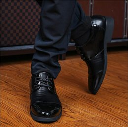 Wholesale New Stock Shoes - 2017 New autumn new fashion men leather business shoes round head leisure shoes In stock Free shipping