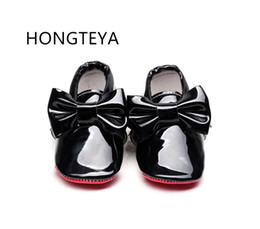 Wholesale Baby Girl Red Bottom Shoes - HONGTEYA New arrivel Patent leather Red bottom sole Moccasins baby boys girls Shoes with bow Infant toddler shoe first walkers