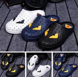 2019 sandali da bagno Nuovi amanti ciabatte da casa slittano uomini mostri sandali da bagno casuali e pantofole pantofole da bagno di plastica antiscivolo sconti sandali da bagno