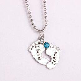 Grabado bebé pies colgante, collar 2016 Birthstone collares por encargo cualquier nombre aniversario regalo YP2483 desde fabricantes