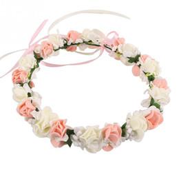 Corona de flores blancas online-Hotsale Boda Nupcial Niñas corona de flores corona para mujeres niños cabeza rosa púrpura blanco Rose hecha a mano Tiara celada de la manera