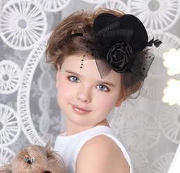 mignonne fille cosplay Promotion New Girls Cute Hat épingle à cheveux Kids Feather Flower Bowknot Bandes de cheveux Sticks Hairpins Headwear Cosplay Bride Roll Play Photo Prop cheveux Accessori