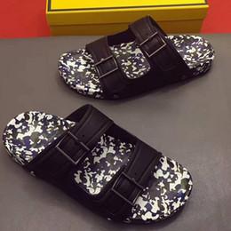 3232ee259 ... high-end personalizado rodada de metal rebite de couro plana casual  homens sapatos tendência da moda confortável verão rebite homens chinelo  high-end