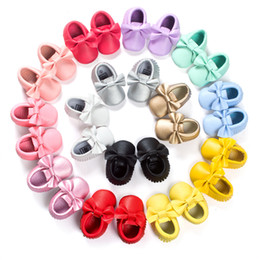 Wholesale Wholesale Party Shoes - Baby Moccasins Kids Girls Party Princess Casual Shoes PU Soft Flats Bow 14 Colors Baby Girl Shoes First Walkers