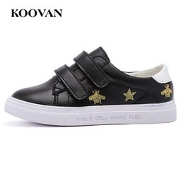 Wholesale Big Bottoms Girl - Children Skateboarding Shoe Fashion Bee Sneaker 2017 Koovan Big Boy Girl Shoe Genuine Leather High Quality Soft Bottom K527