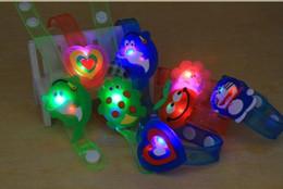 Wholesale10pcs beaucoup Led bracelet enfants jouets cadeaux de fête jouets de dessin animé fleur animale patten vente chaude ? partir de fabricateur