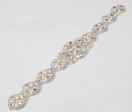 Perline applique per cucire online-(1 pezzo) Handmade in rilievo Sew On Hot Fix Ferro sul nastro di cristallo strass Applique per la cerimonia nuziale FAI DA TE Bridal Sash Fasce Giarrettiera