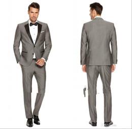 pajarita negra traje gris Rebajas 2016 Custom Grey Mens Suits Trajes de boda ajustados de la solapa negra para los juegos casuales del baile de fin de curso del novio / de los padrinos de boda (Jacket + Pantst + pajarita)