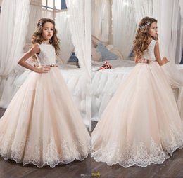 Wholesale girls beaded tutu dress - 2017 New Lovely Flower Girl Dresses Blush Pink Beaded Lace Appliqued Princess Tutu Bow Girls Pageant Kids First Communion Gowns