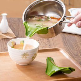 Wholesale Cooking Funnel - New Silicone Pour Soup Funnel Kitchen Gadget Tools Water Deflector Cooking Tool