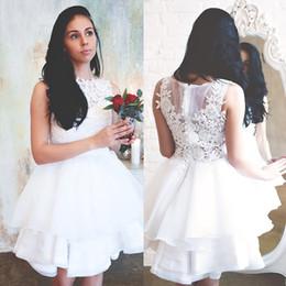 Vestidos brancos de casamento civil on-line-Elegante Vestidos de Casamento de Renda Branca Jóia No Pescoço Rendas Apliques de Verão Civil Hippie Vestidos De Noiva Na Altura Do Joelho Organza Ruffles Vestidos De Casamento