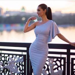 2019 um vestido azul céu ombro 2018 Light Sky Blue Joelho Comprimento Sexy bainha Cocktail Vestidos Um ombro Plissado Graduação Vestido Beads Party Prom Gowns Cheap Dress um vestido azul céu ombro barato