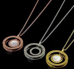 кольцо из оникса из белого золота 18 тыс. Скидка Оптовая Римский цифровой дуплекс Белый Shell черный оникс круглый свитер цепи 18k золото резьбовые кольцо длинный свитер цепи