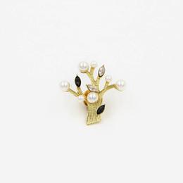 Broches de corea online-Europa Y Los Estados Unidos De Moda Personalidad Encantadora Dulce Fina Broche Corea Del Sur Perla Piedras Preciosas Planta Ramillete Pin Mujer